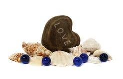 Piedras azules de las conchas marinas del amor del corazón Foto de archivo libre de regalías