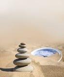 Piedras balanceadas en estilo del zen. Fotografía de archivo