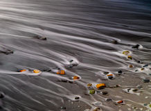 Piedras coloreadas multi en la playa Fotografía de archivo libre de regalías