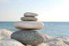 Piedras con el océano como fondo Imagen de archivo libre de regalías