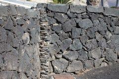 Piedras de la esquina formadas impares para una pared de piedra Imagen de archivo