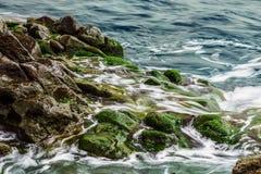 Piedras de la playa en fondo del extracto del océano Foto de archivo libre de regalías