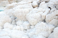 Piedras de la sal en el mar Fotos de archivo