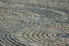 Piedras del adoquín en un modelo circular Fotografía de archivo libre de regalías