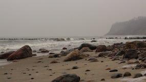 Piedras del mar del otoño fotos de archivo