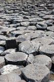 Piedras del terraplén del gigante imagenes de archivo