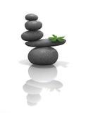 Piedras del zen balanceadas con la hoja foto de archivo libre de regalías