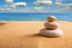 Piedras del zen en la playa Foto de archivo libre de regalías
