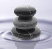 Piedras en el agua Foto de archivo libre de regalías