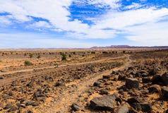 Piedras en el desierto del Sáhara Fotos de archivo libres de regalías