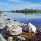 Piedras en el lago ladoga Fotos de archivo