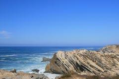 Piedras en el océano Foto de archivo