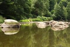 Piedras en el río Fotos de archivo
