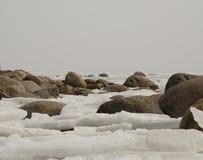 Piedras en hielo Fotos de archivo libres de regalías
