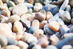 Piedras en la costa costa Fotos de archivo libres de regalías
