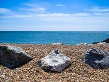 Piedras en la costa de mar Fotos de archivo