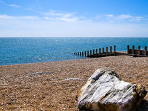 Piedras en la costa de mar Fotos de archivo libres de regalías