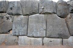 Piedras en la pared en las ruinas de Sacsayhuaman, Cuzco, Perú Fotografía de archivo