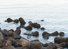 Piedras en la playa marina Bombay de la impulsión Imagenes de archivo