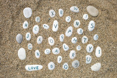 Piedras en un fondo de la arena Imágenes de archivo libres de regalías
