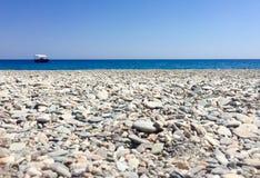 Piedras en una playa del desierto fotografía de archivo