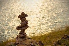 Piedras equilibradas suaves del foco y de la falta de definición Imágenes de archivo libres de regalías