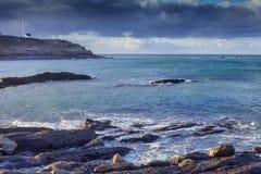 Piedras gigantes del granito, vieja costa costa de las arcones en Conquet, Brittan Imágenes de archivo libres de regalías