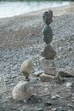 Piedras grandes de equilibrio en equilibrio foto de archivo