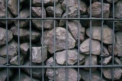 Piedras grises en la rejilla fotos de archivo libres de regalías