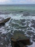 Piedras lavadas por una onda del mar Foto de archivo libre de regalías