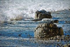 Piedras lisas del mar en la playa Foto de archivo