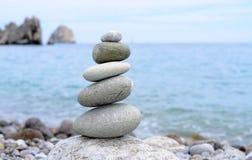 Piedras llenadas conceptuales en equilibrio perfecto Imagen de archivo libre de regalías