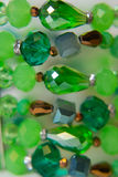 Piedras multicoloras plásticas de la mano étnica de la pulsera Foto de archivo