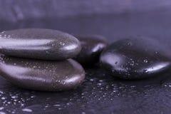 Piedras negras del masaje Fotos de archivo libres de regalías