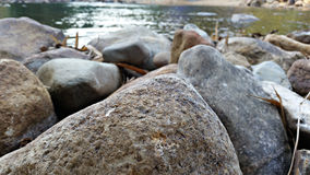 Piedras por el lago Fotografía de archivo