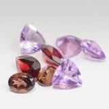 Piedras preciosas coloridas con la piedra del granate Fotografía de archivo libre de regalías