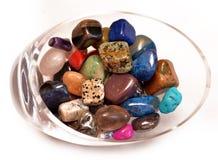 Piedras preciosas curativas de los cristales del cuenco Foto de archivo