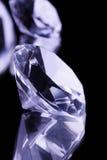 Piedras preciosas en el espejo negro imágenes de archivo libres de regalías