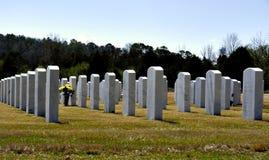 Piedras sepulcrales en cementerio Foto de archivo libre de regalías