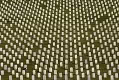 Piedras sepulcrales militares blancas Imagen de archivo libre de regalías