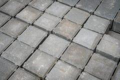 Piedras tejadas del adoquín, piedra del pavimento - sector de la construcción - Fotos de archivo