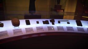 Piedras viejas de la escritura cuneiforme almacen de metraje de vídeo