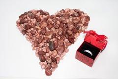 Piedras y anillo de bodas Fotografía de archivo libre de regalías