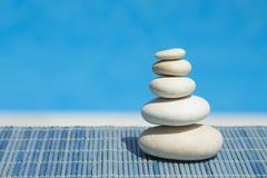 Piedras y bambú del zen Imagenes de archivo