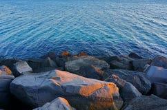 Piedras y mar Foto de archivo