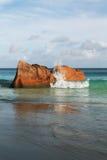Piedras y océano del granito, foto de archivo
