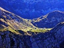 Piedras y rocas del macizo Alpstein de la montaña y en la región de Appenzellerland fotografía de archivo