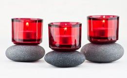 Piedras y velas Imágenes de archivo libres de regalías