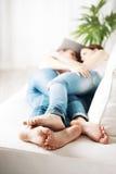 Pieds affectueux de couples Photographie stock libre de droits