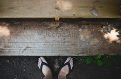 Pieds avec l'accueil tout le signe Photo libre de droits